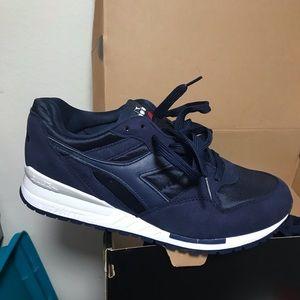 Didora running sneaker size 9 DEADSTOCK!
